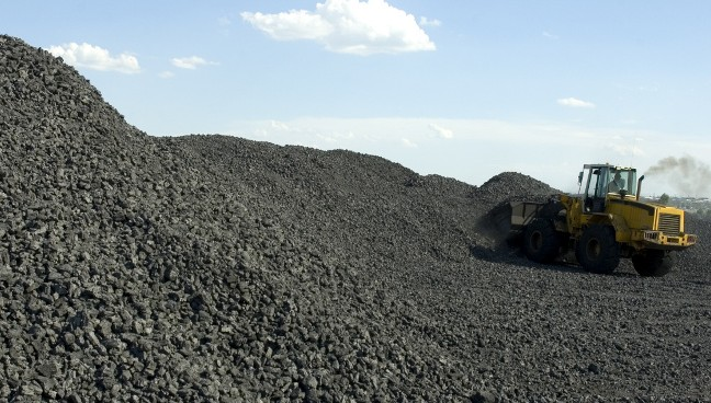 Industrial plant where coal is loaded for screening